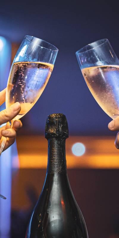 Svatební Catering přípitek perlivé víno