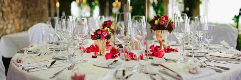 Svatební Catering prostřený svatební stůl